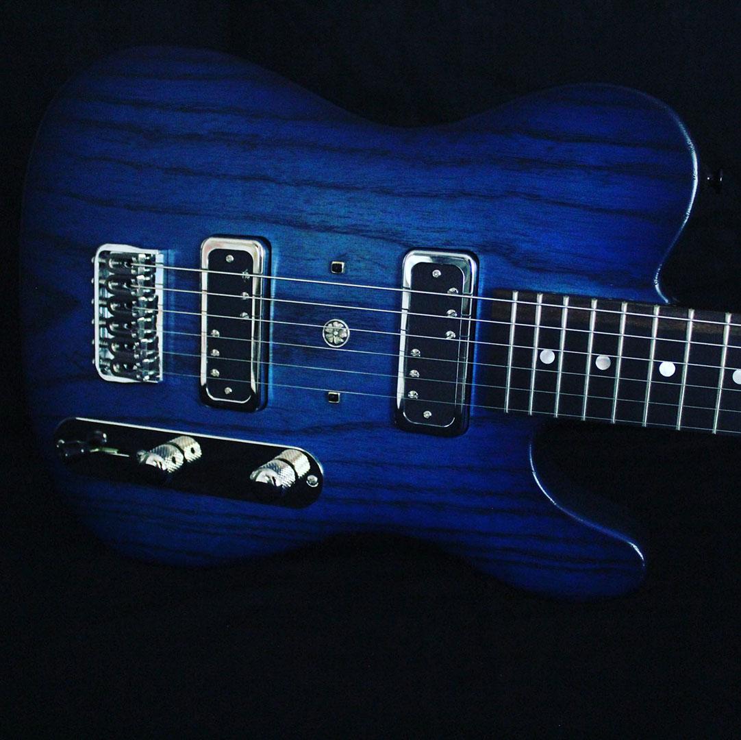 roberto venn team edies dazzling blue lippi box guitar front 2 John Lippi