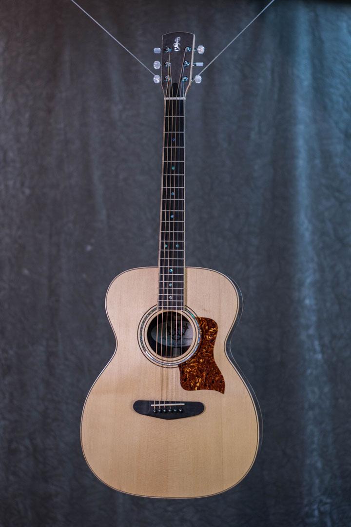 roberto venn student guitarAcousticFinals 15 Fall 2018