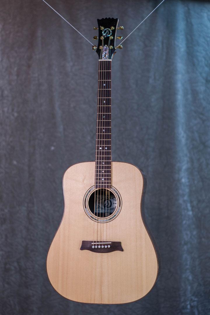 roberto venn student guitarAcousticFinals 17 Fall 2018