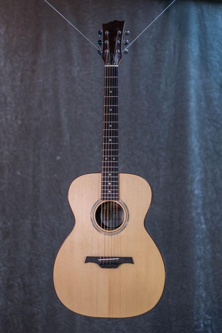 roberto venn student guitarAcousticFinals 21 Fall 2018