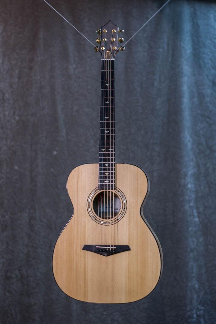 roberto venn student guitarAcousticFinals 23 Fall 2018