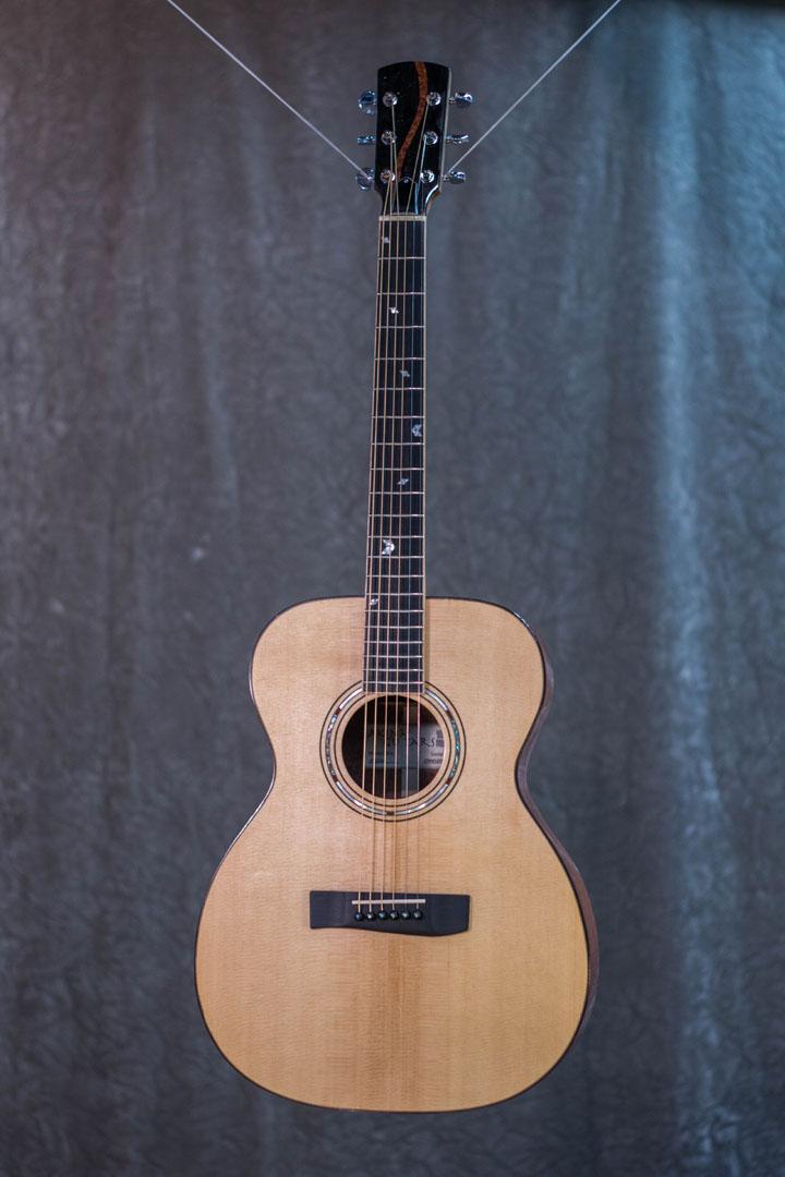 roberto venn student guitarAcousticFinals 33 Fall 2018
