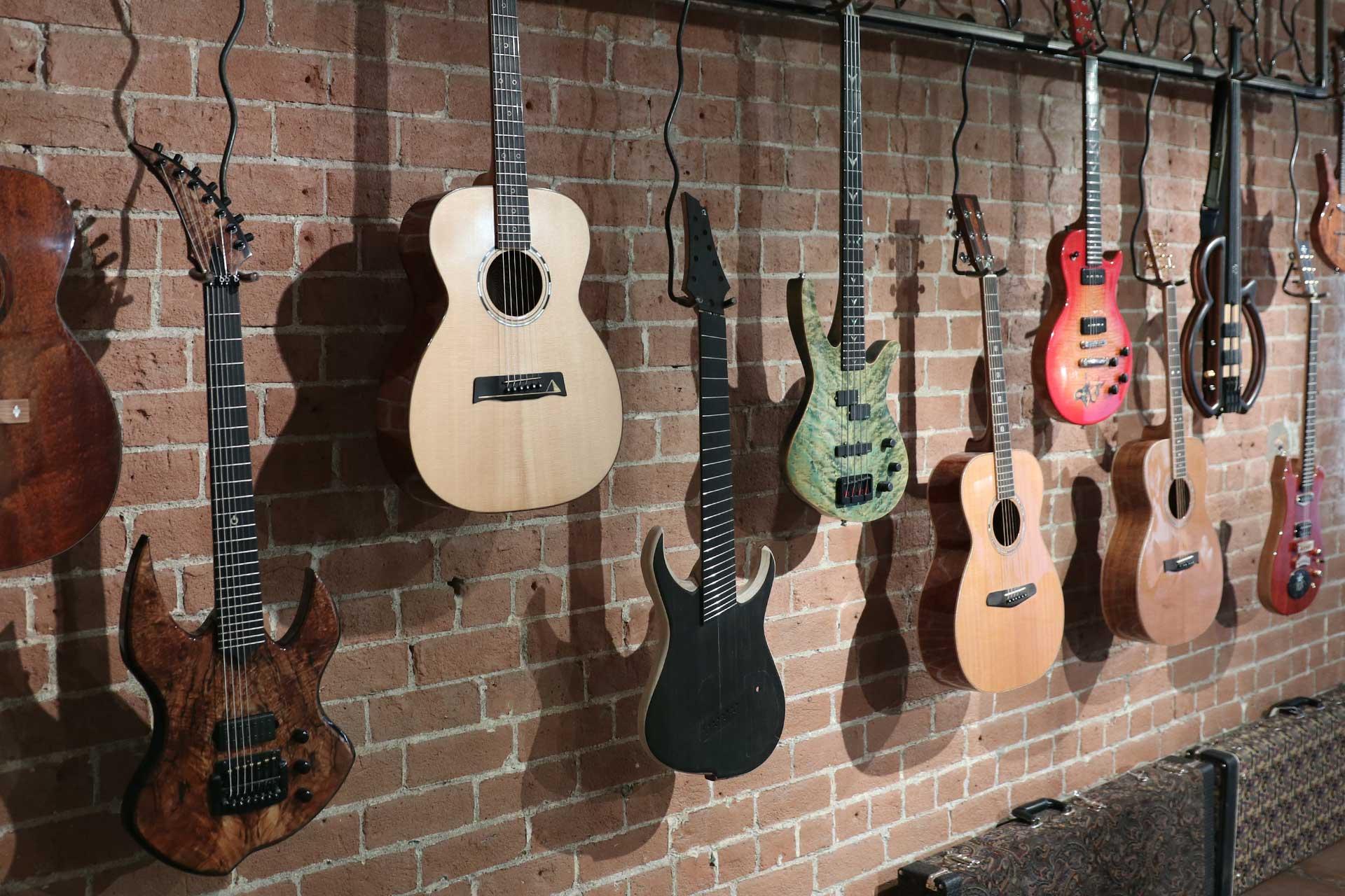 roberto venn student guitars img 1711 Course Details