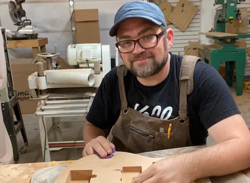 Roberto Venn Alumni Fry Guitars Bio Featured Alumni