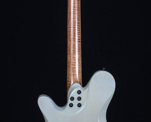 Roberto Venn Spring 2021 Electrreic Guitar 3 495x400 Baldacci Guitars, Shop Life and Recent Visitors!
