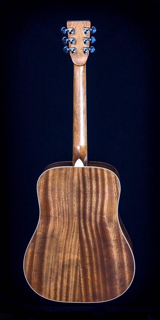 roberto venn student guitar Acoustic Adrian back01 Spring 2021