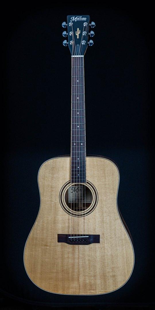 roberto venn student guitar Acoustic Adrian front02 Spring 2021