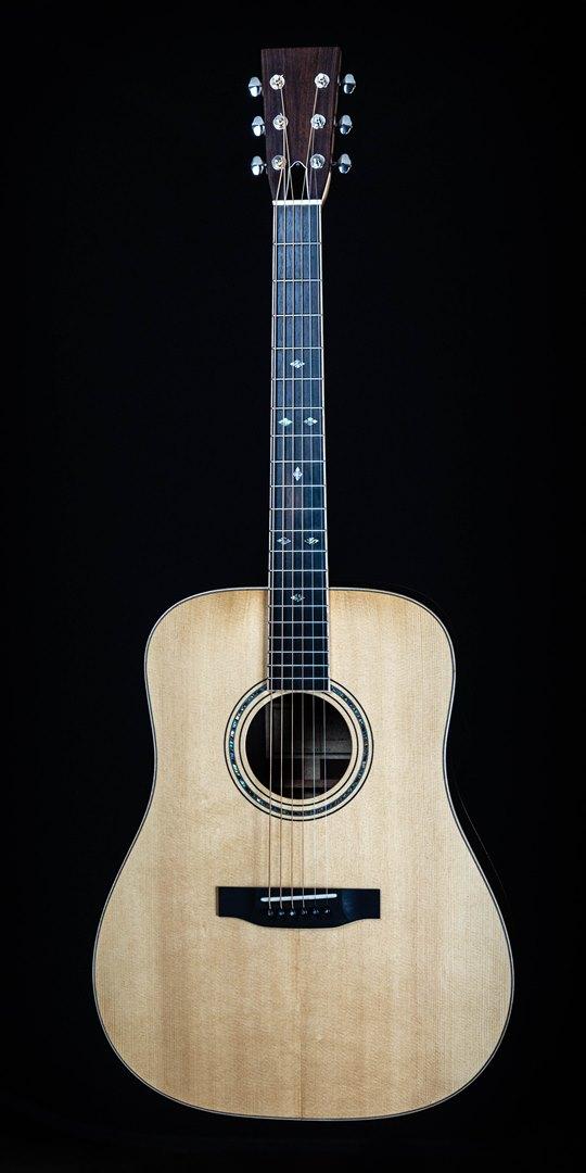 roberto venn student guitar Acoustic Dana front06 Spring 2021