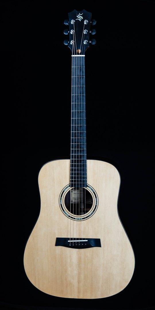 roberto venn student guitar Acoustic Evan front08 Spring 2021