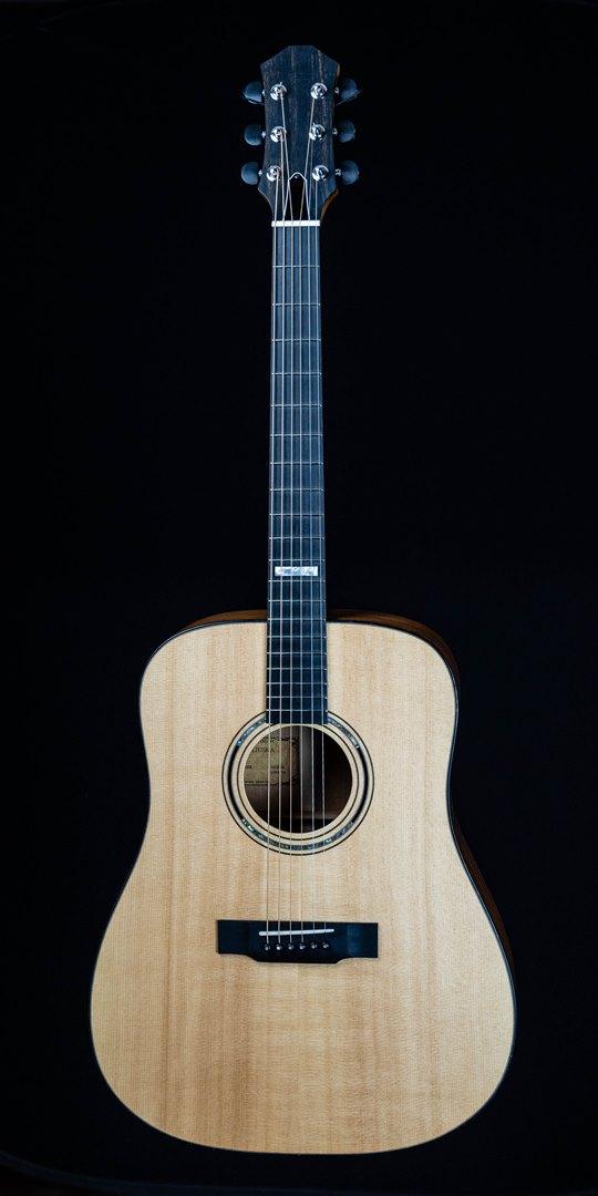 roberto venn student guitar Acoustic Jared front10 Spring 2021