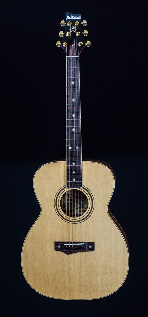 roberto venn student guitar Acoustic Kevin front20 Spring 2021