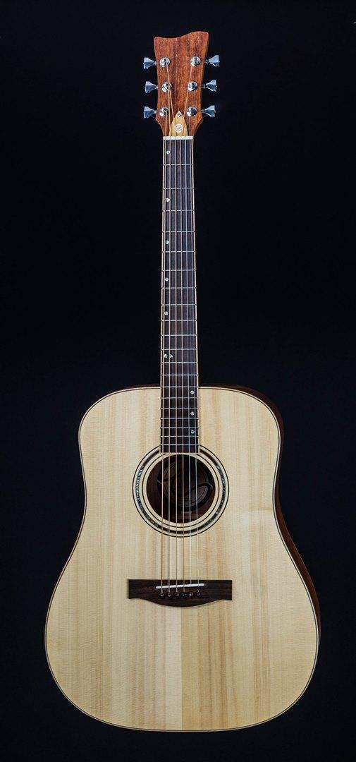 roberto venn student guitar Acoustic Kristian front22 Spring 2021