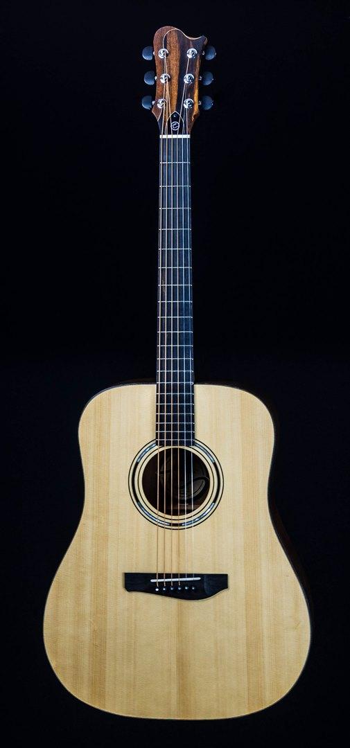 roberto venn student guitar Acoustic Michael front24 Spring 2021