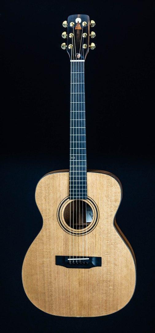 roberto venn student guitar Acoustic Ridge front26 Spring 2021