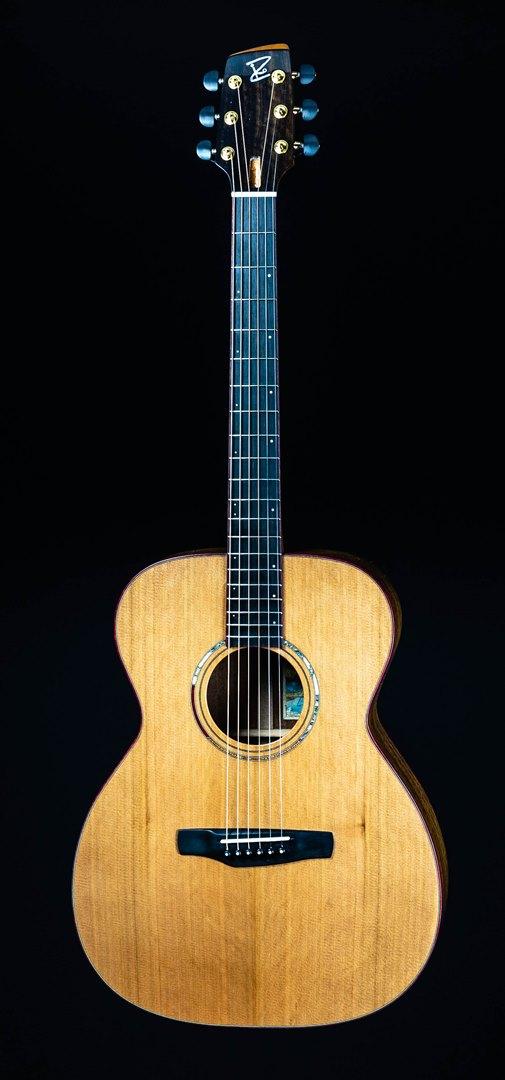 roberto venn student guitar Acoustic Ziko front34 Spring 2021