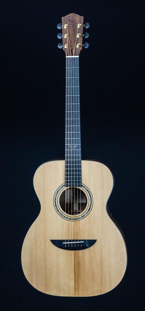 roberto venn student guitar Acoustic joon front18 Spring 2021