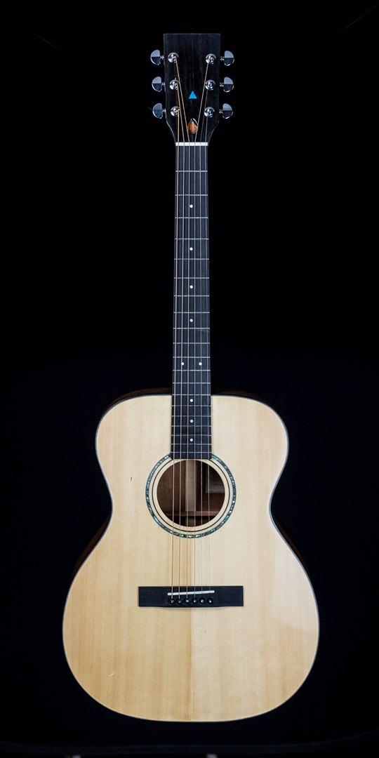 roberto venn student guitar Acoustic thomas front32 Spring 2021